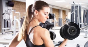 woman using an adjustable dumbbell